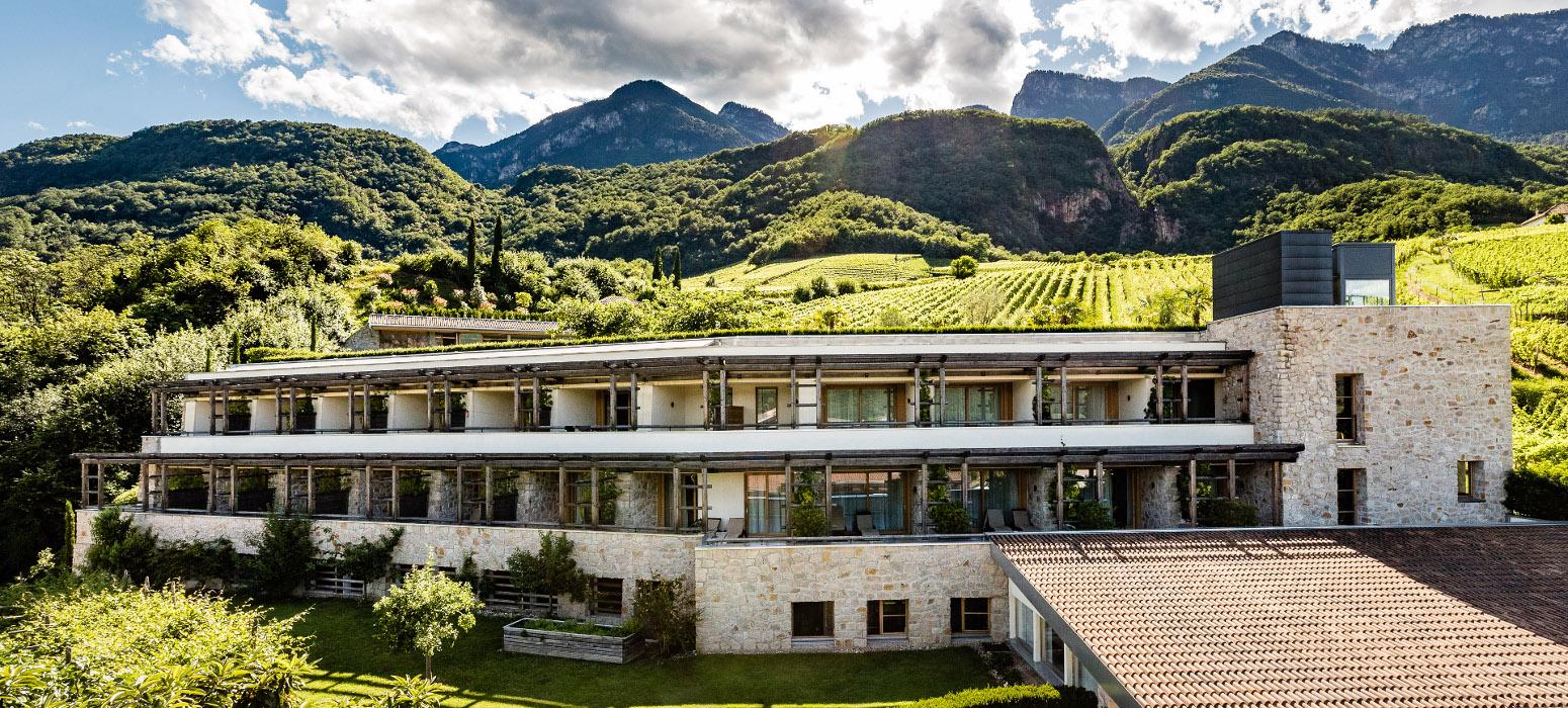 Hotel Kaltern - Panorama Hasslhof Weinberge im Weinhotel Südtirol