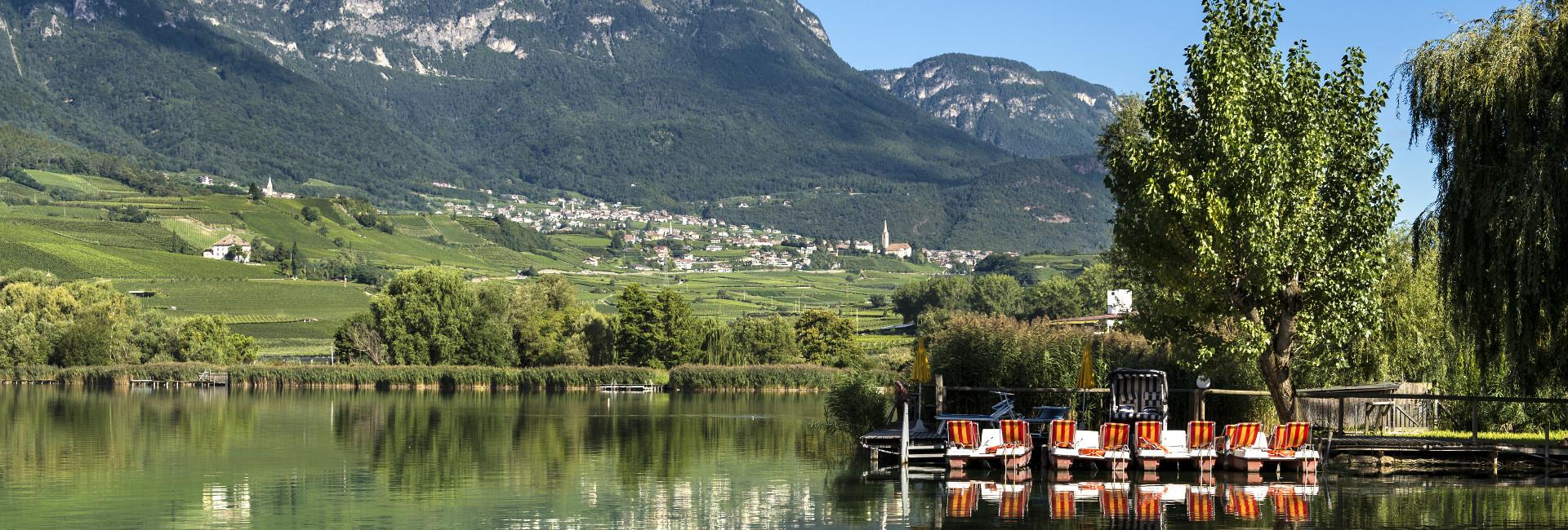 Kalterer See und Blick zum Dorf Richtung Hotel Kaltern Hasslhof