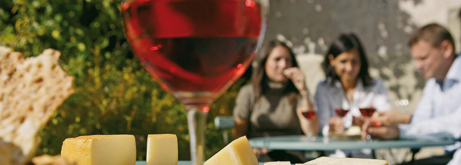 Aperitif in Kaltern direkt am See: Weinhotel Südtirol