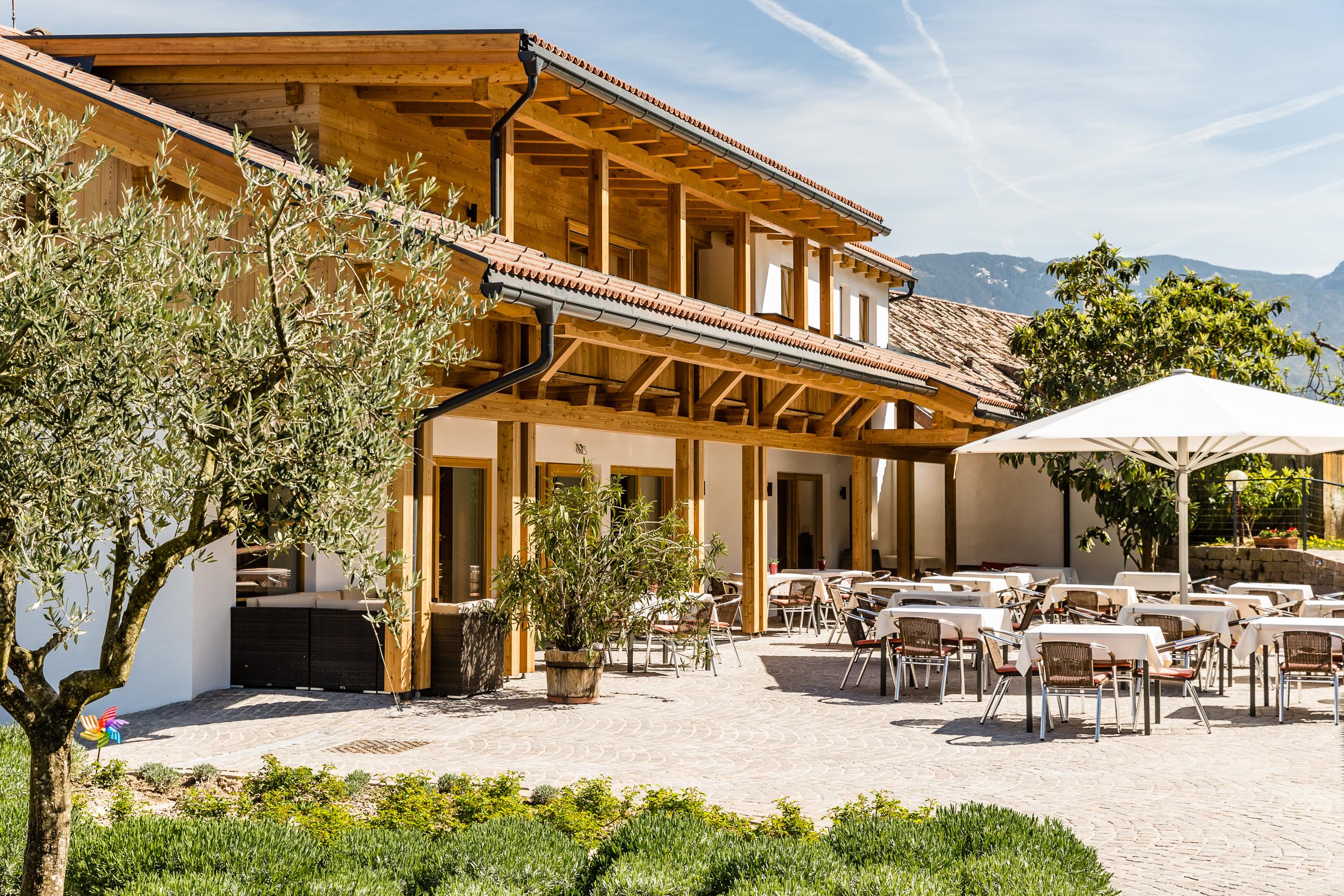 Pension am kalterer see hotel hasslhof weinhotel am for Boutique hotel kaltern
