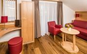 """Wohnraum in der Suite """"Lagrein"""" im Neubau der Pension Hasslhof"""