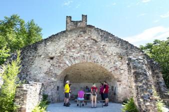 Wanderung zur St. Peter Bailika Ruine