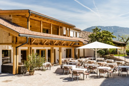 "Innenhof/Terrasse des Hotel Hasslhof -  ""La Piazzetta"""