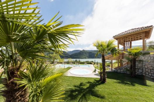 Neue Badelandschaft mit Infinity-Pool und Panoramasauna
