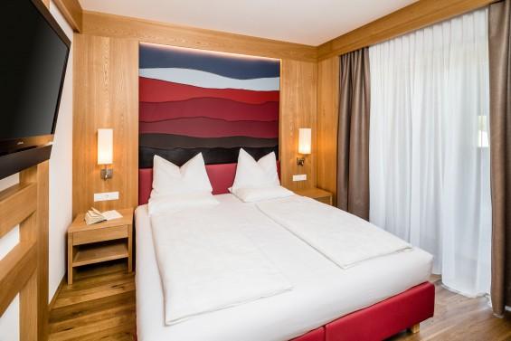 """Schalfzimmer in der Suite """"Lagrein"""" im Neubau der Pension Hasslhof"""