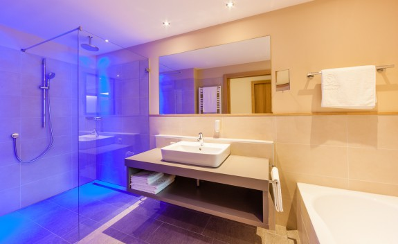 Badezimmer im Atelier - Suite Hotel Hasslhof in Kaltern Südtirol