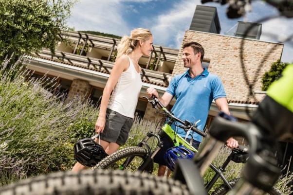 Biken mit hauseigenen E Mountainbike im Bike Hotel Hasslhof in Kaltern, Südtirol